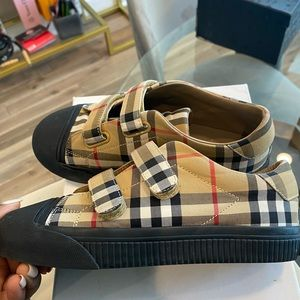 Authentic children's Burberry sneakers size 34